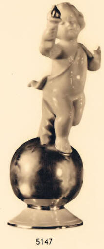 5147 Cherub on gold ball